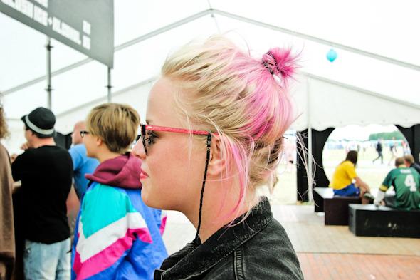Индейские перья, фуражки и перстни: Люди на фестивале Roskilde. Изображение №2.