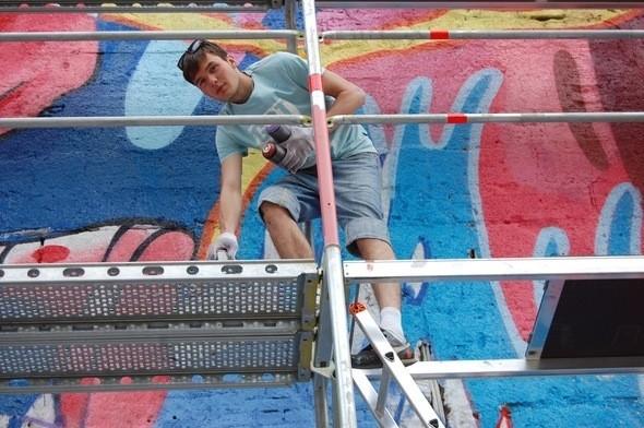 Изображение 4. Граффитчики Pepsi освежили спортплощадку в Одессе.. Изображение № 4.