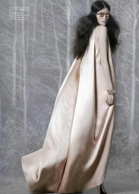 Съёмка: Суй Хэ для китайского Vogue. Изображение № 5.