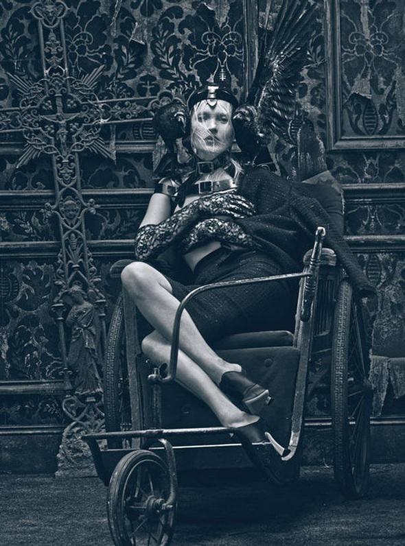 Kate Moss (КЕЙТ МОСС) для W Magazine. Изображение № 10.