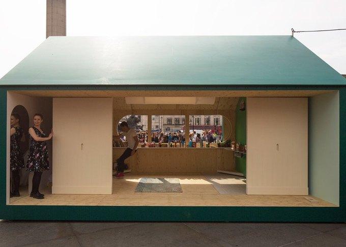 Дизайнеры создали инсталляцию для Airbnb на Трафальгарской площади. Изображение № 6.