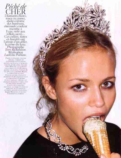 Модели ели: 22 гастрономических снимка из модных журналов. Изображение № 17.