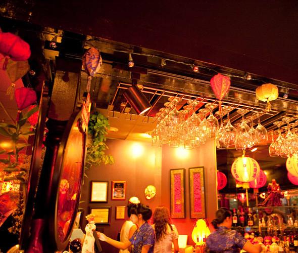 Китайские рестораны — любимое место встреч пришельцев, где всегда можно отужинать инопланетной рыбой.. Изображение № 23.