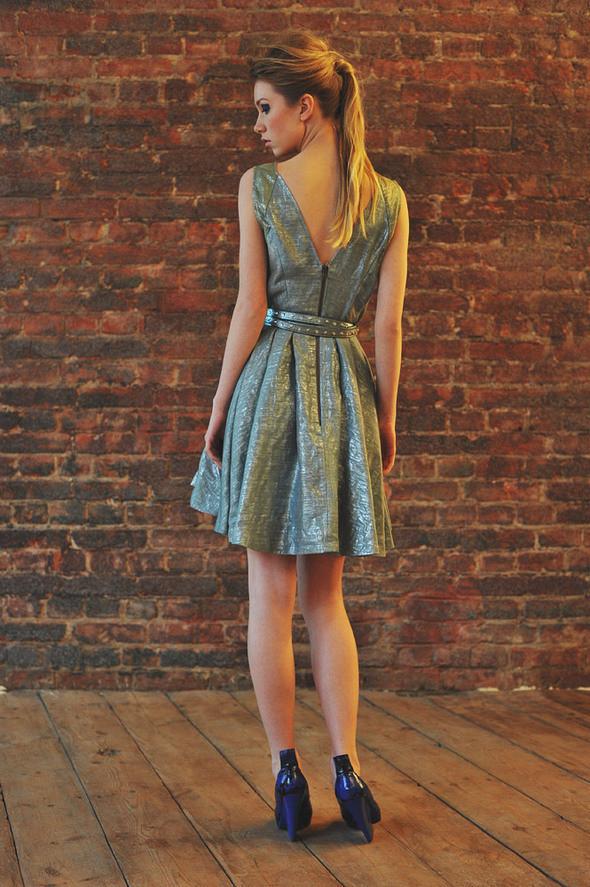 СW81 платье состав:50% шелк, 50% люрекс размеры: s. Изображение № 20.
