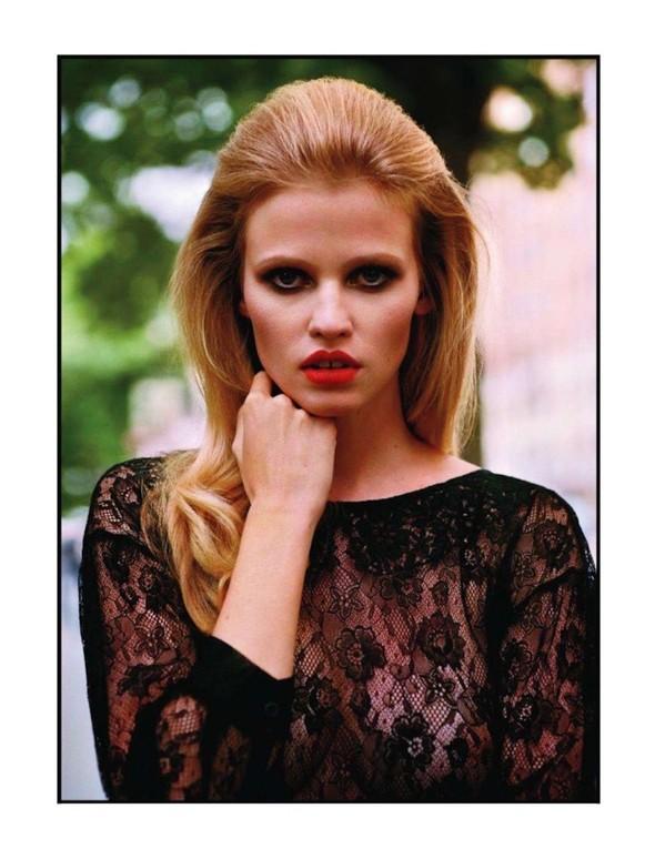 Съёмка: Лара Стоун для Vogue. Изображение № 2.