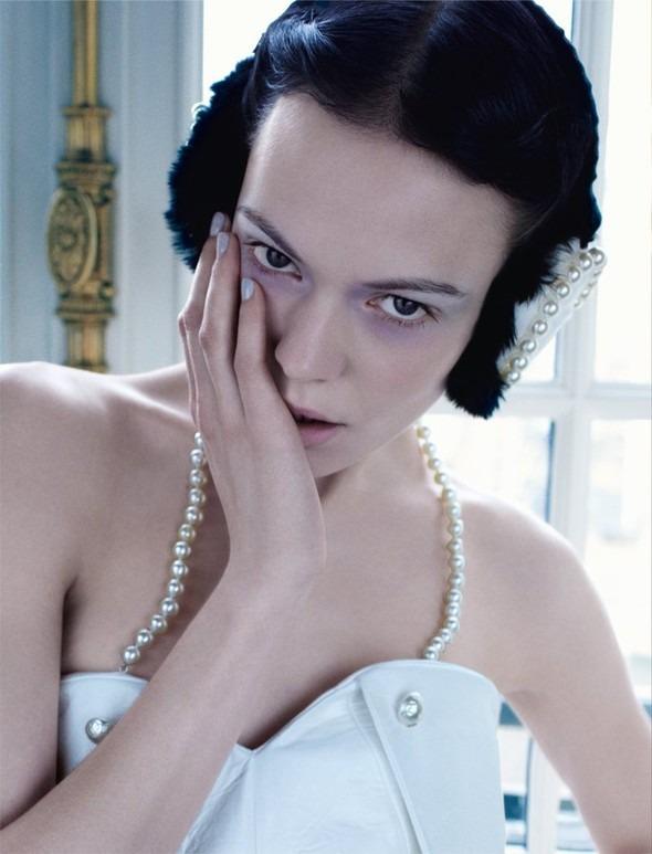Kinga Rajzak by John-Paul Pietrus in Chanel for Harpers Bazaar. Изображение № 10.