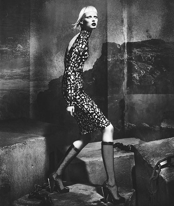Кампании: Dior, Versace, Gucci и Burberry. Изображение № 40.