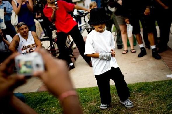 Панихида покоролю поп-музыки Майклу Джексону. Изображение № 27.
