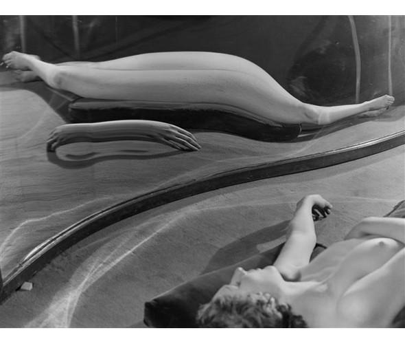 Части тела: Обнаженные женщины на винтажных фотографиях. Изображение №84.