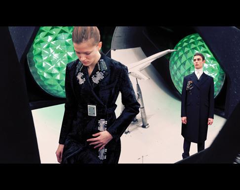 Новый лукбук Prada Real Fantasies посвящен космосу. Изображение № 14.