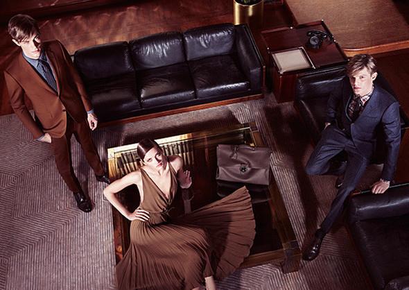 Кампании: Dior, Versace, Gucci и Burberry. Изображение № 32.