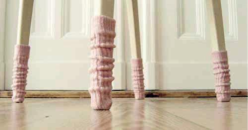Одежда для мебели или Стулья в носках. Изображение № 1.