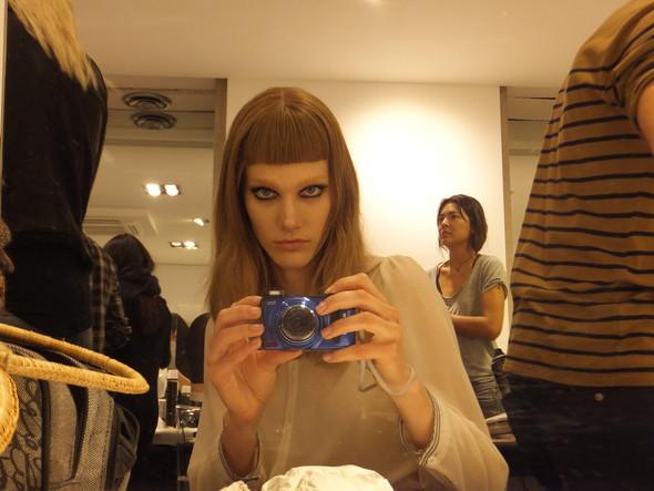 На бэкстейдже Versace. Изображение № 5.