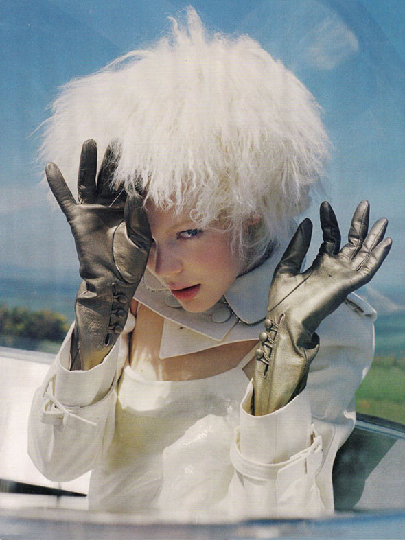 Космос рядом: модные съемки к выходу фильма «Прометей». Изображение №77.