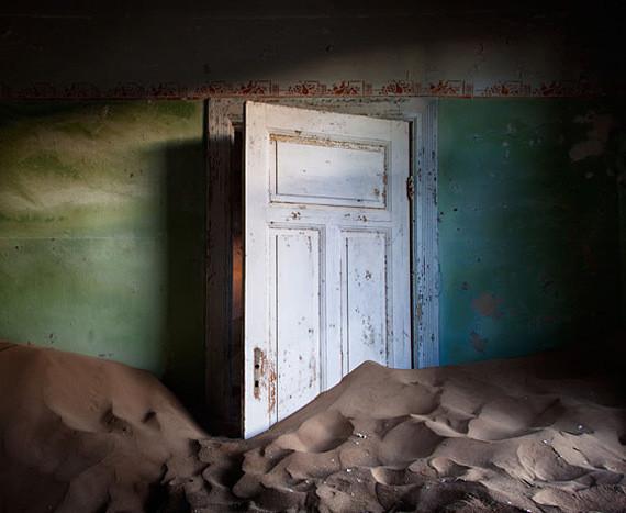 Изображение 7. Alvaro Sanchez-Montañes: город-призрак.. Изображение № 7.