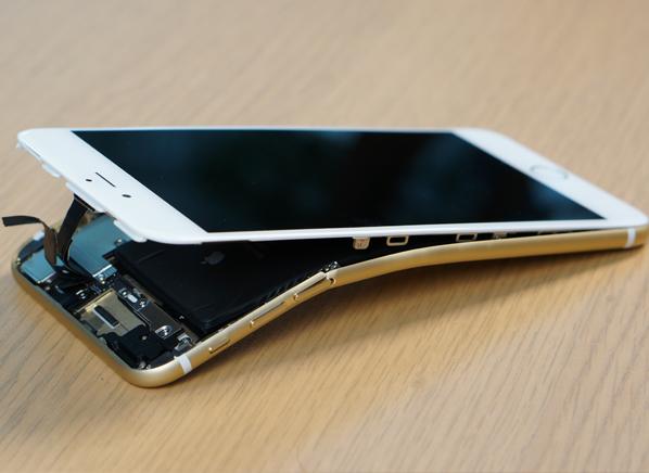 Стресс-тест: новые айфоны и другие смартфоны гнут на прессе. Изображение № 2.