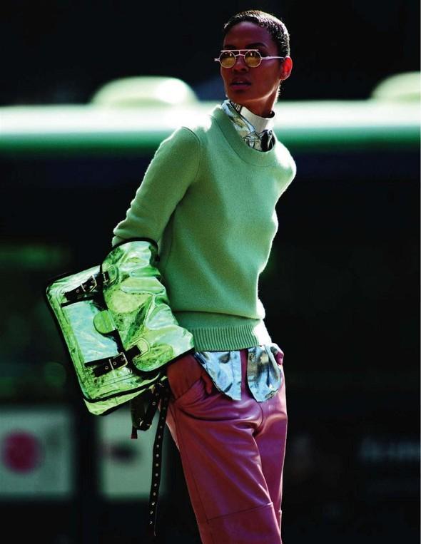 Съёмка: Джоан Смоллс для Vogue. Изображение № 2.