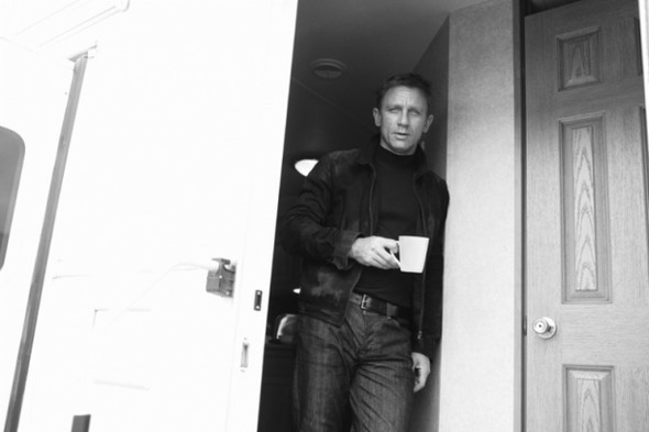 007: DANIEL CRAIG: BEHIND THE SCENES BW PHOTOGRAPHY. Изображение № 5.