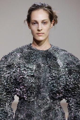 Дизайнеры создали коллекцию платьев из магнитов. Изображение № 2.