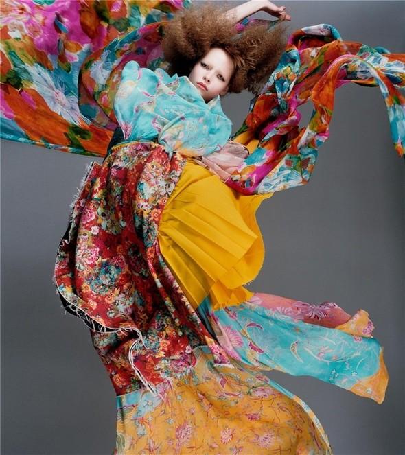 Архивная съёмка: Сольве Сундсбо и Полина Куклина для V, 2004. Изображение № 1.