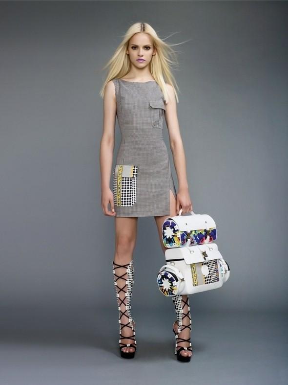 Изображение 41. Лукбуки: COS, Uniqlo, Versace и другие.. Изображение № 73.