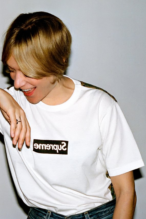 Хлое Севиньи снялась в кампании Comme des Garçons для Supreme. Изображение № 6.