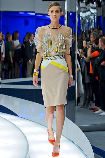 Модный дайджест: Джеймс Франко для Gucci, сари Hermes, сингл Burberry. Изображение № 1.