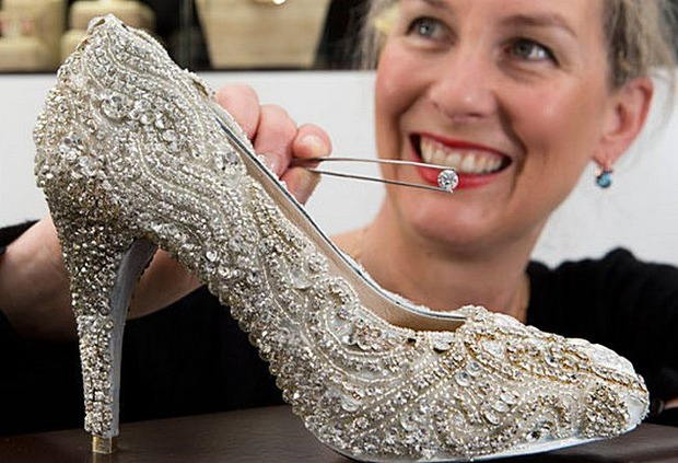 Новозеландский дизайнер создала бриллиантовые туфельки для Золушки. Изображение № 1.