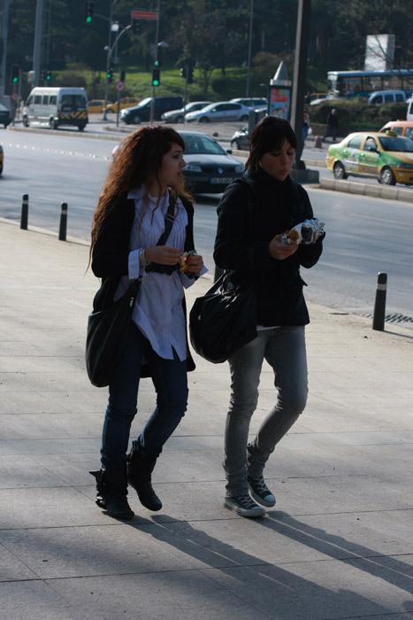 Можно либыть модным, живя вСтамбуле?. Изображение № 12.