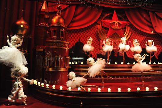 10 праздничных витрин: Робот в Agent Provocateur, цирк в Louis Vuitton и другие. Изображение № 5.