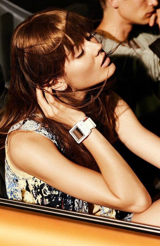 Alberta Ferretti, DKNY и Moschino показали новые кампании. Изображение № 14.