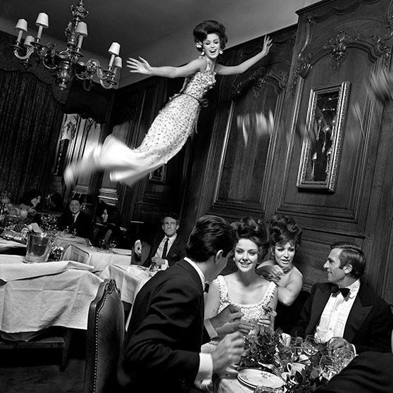Архивная съемка: летающие модели в Harper's Bazaar, 1965. Изображение № 4.