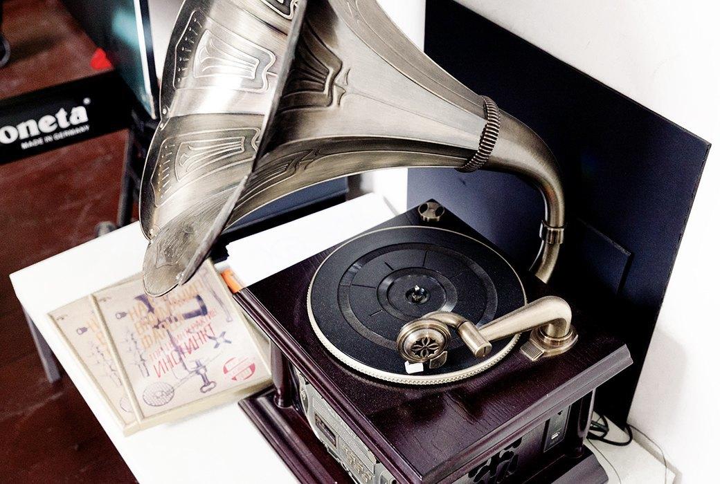 Портрет лошади, алфавит  и золотое пианино  в агентстве Instinct. Изображение № 7.