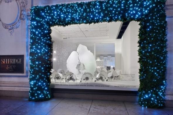 10 праздничных витрин: Робот в Agent Provocateur, цирк в Louis Vuitton и другие. Изображение № 73.