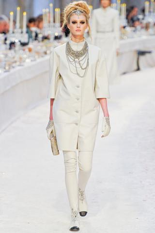 Chanel показали пре-осеннюю коллекцию. Изображение № 10.