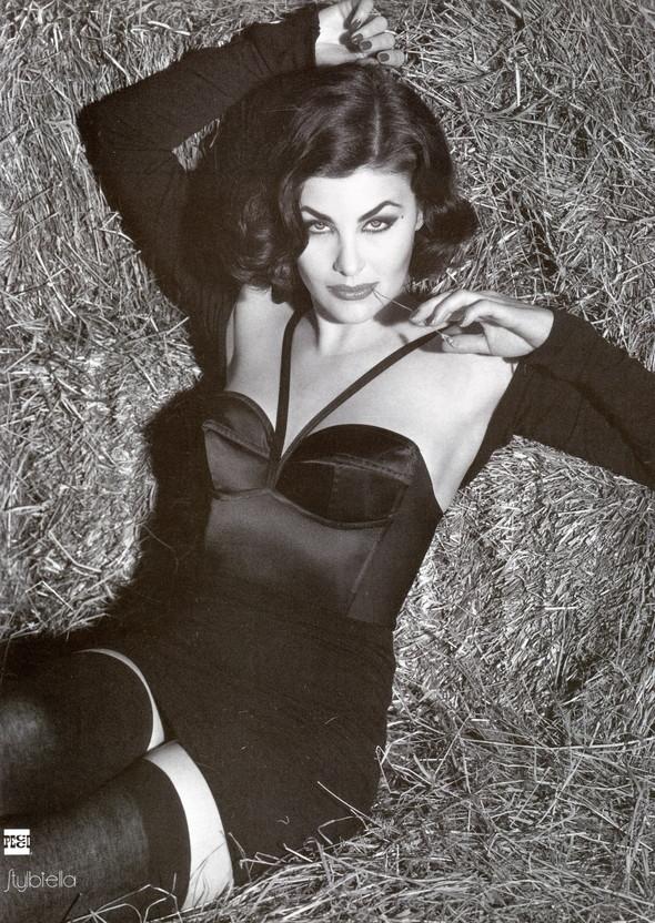 Архивная съёмка: Шерилин Фенн для кампании Dolce & Gabbana FW 1991. Изображение № 4.