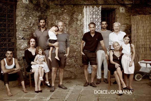 Превью мужских кампаний: Dolce & Gabbana и Майкл Питт для Prada. Изображение № 6.
