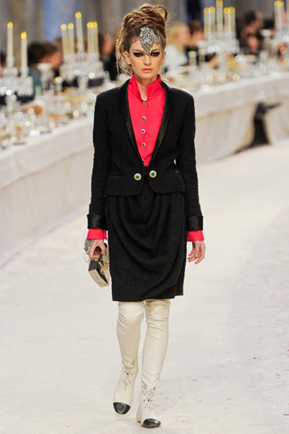 Chanel показали пре-осеннюю коллекцию. Изображение № 34.