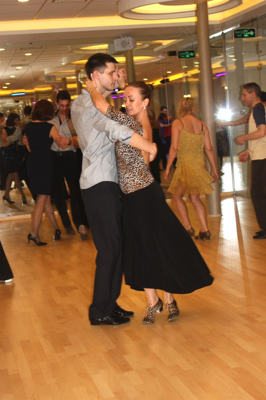 Главное в танго – правильно обнять женщину!. Изображение № 4.