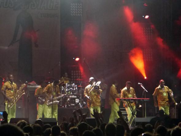 Группа Феми выходит на сцену. Изображение № 3.