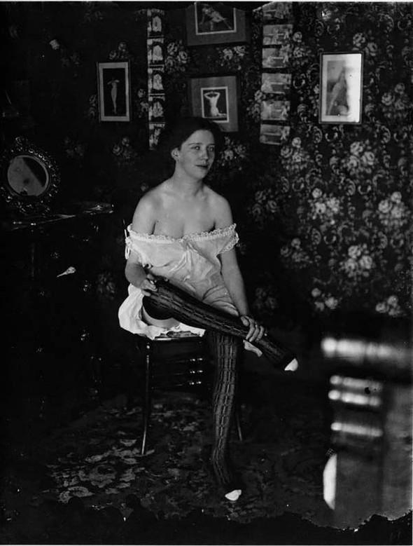 Фотосессия жриц любви 1912 года. Изображение № 10.