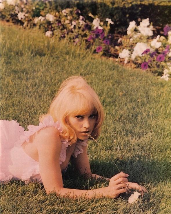 Madonna дляVanity Fair 1992 год. Изображение № 10.