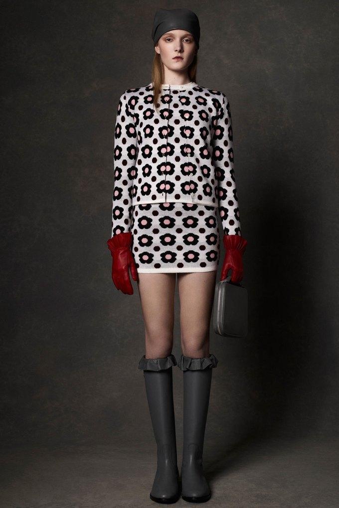 Вышли предосенние коллекции Alexander McQueen, Moschino и Valentino. Изображение № 3.