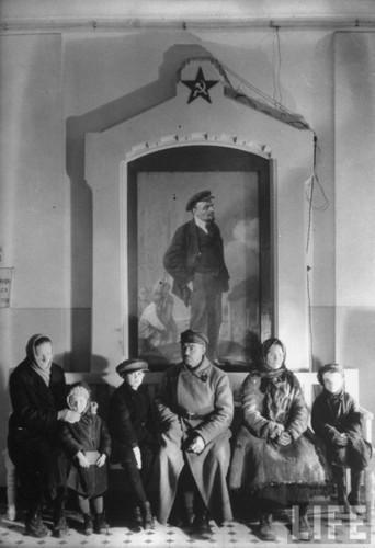 Дети ждут в очереди к врачу. Изображение № 140.