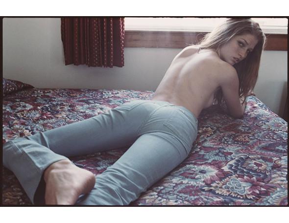 Части тела: Обнаженные женщины на фотографиях 1990-2000-х годов. Изображение №290.