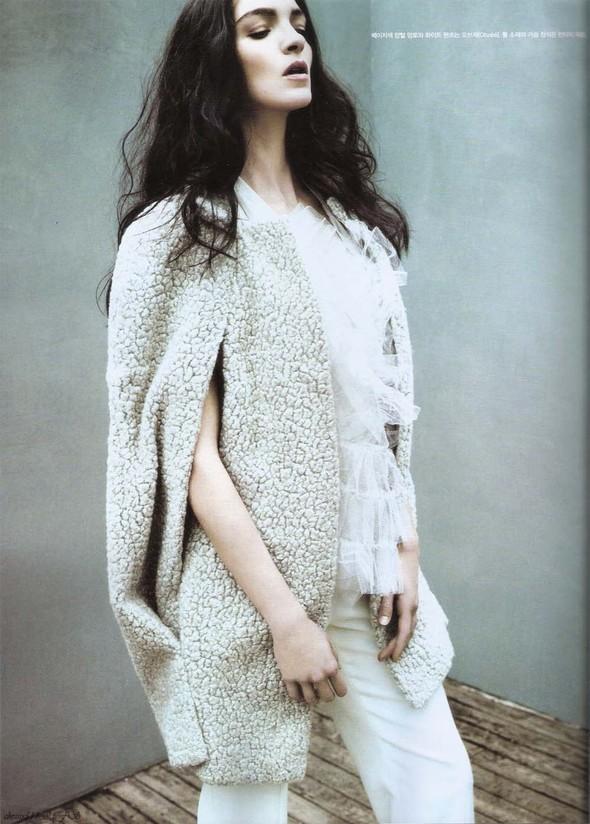 Съёмка: Мариакарла Босконо для корейского Vogue. Изображение № 8.