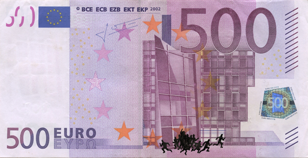 Художник в знак протеста изрисовал банкноты на 3555 евро. Изображение № 33.