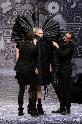 Back to black : Gareth Pugh и Victor&Rolf aw 2010-2011. Изображение № 75.