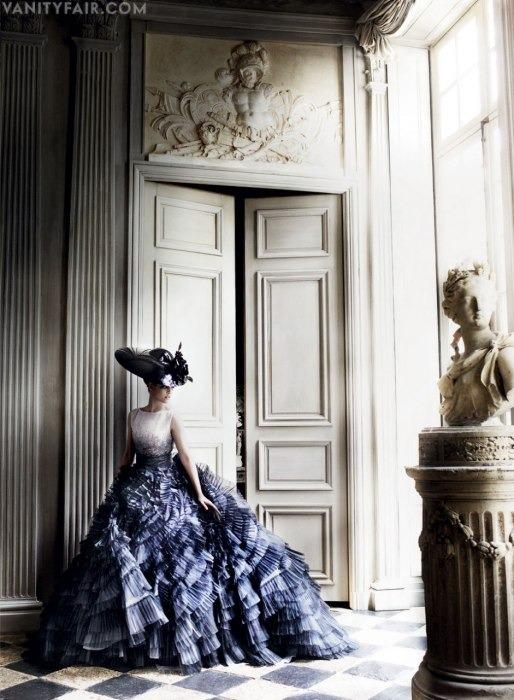 Кристен Стюарт позирует в Париже в одежде «от кутюр». Изображение № 7.