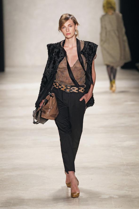 Berlin Fashion Week A/W 2012: Schumacher. Изображение № 23.